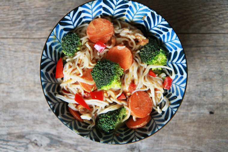 rice-noodles-peanut-sauce-mixed-vegetables